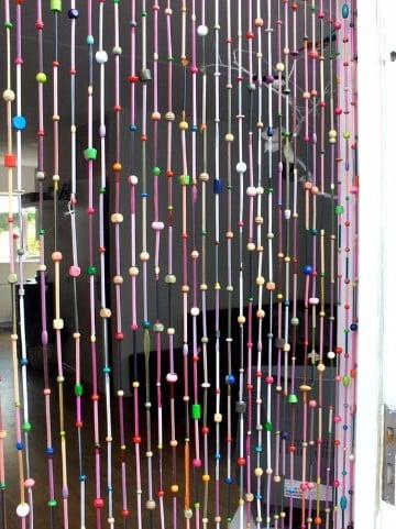 como hacer cortinas recicladas con plastico