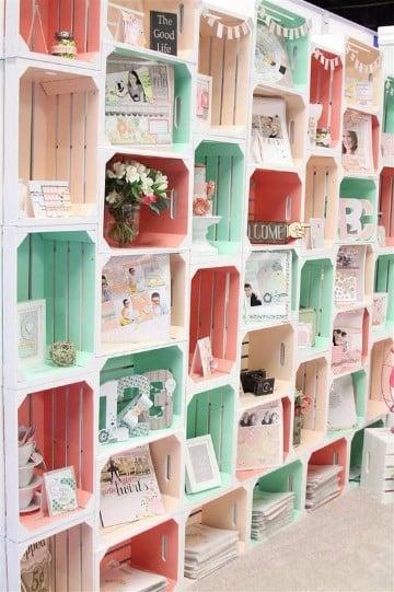 estanterias con cajas de madera decorados