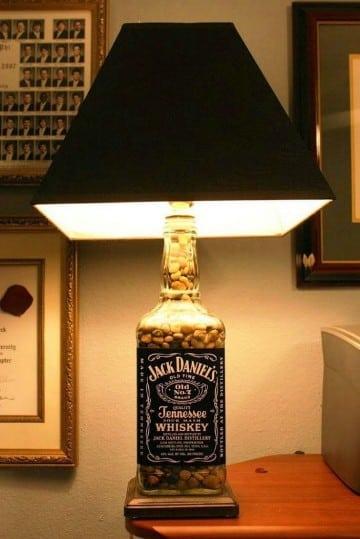 arreglos con botellas de vidrio en casa