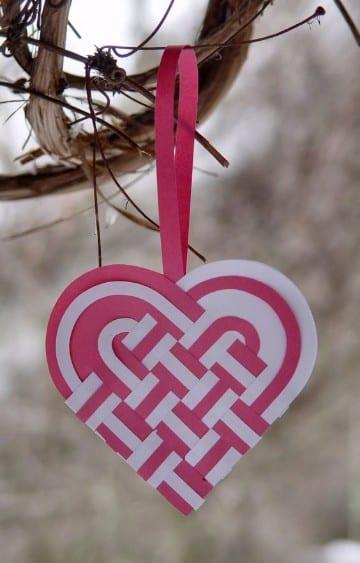 como hacer corazones de papel faciles trenzado