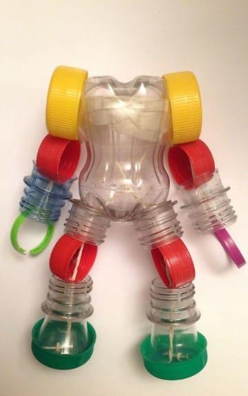 juguetes hechos de material reciclado plastico