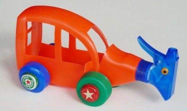 juguetes reciclados originales de botellas