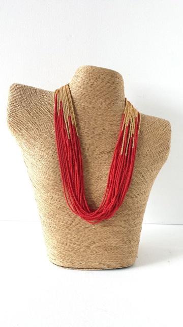 como hacer collares de chaquira rojo