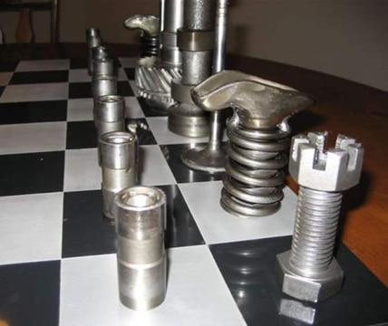 juegos de mesa con material reciclado tornillos