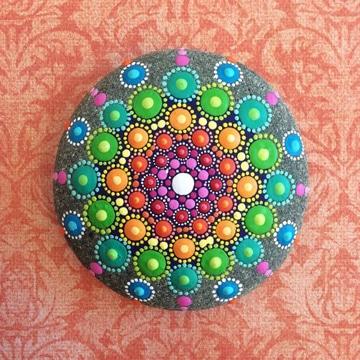 mandalas pintadas en piedras faciles