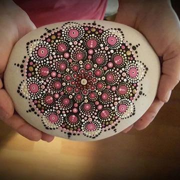 Mandalas pintadas en piedras al oleo para jardin for Tecnica para pintar piedras