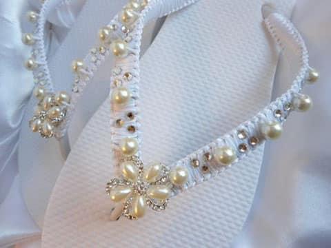 chanclas decoradas con perlas para mujer