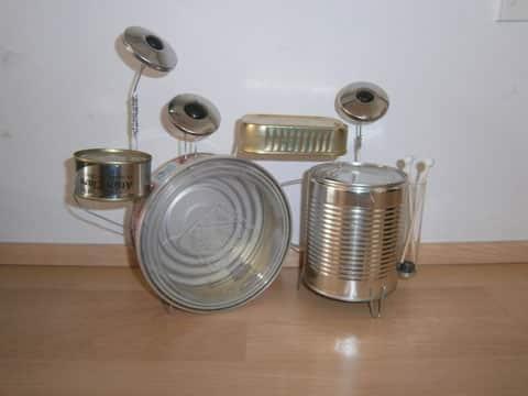 como elaborar un instrumento musical con latas