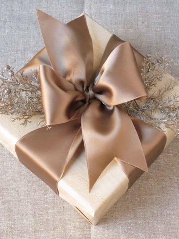como hacer lazos de raso para regalo