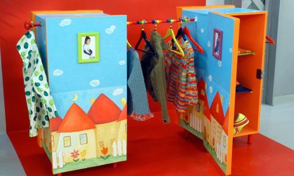 como hacer un armario de carton para bebe