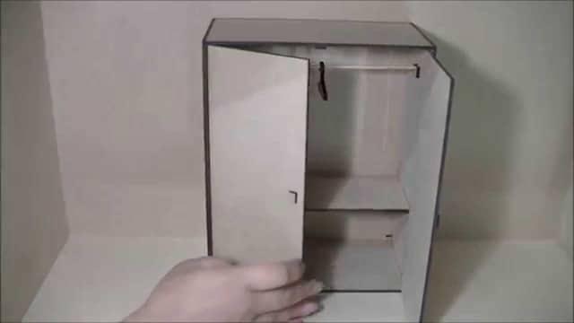 como hacer un armario de carton para muñecas