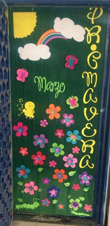 Ideas de adornos para puertas decoradas de primavera for Decoracion de interiores de la escuela