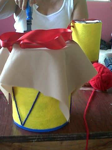 tambor con material reciclable hecho