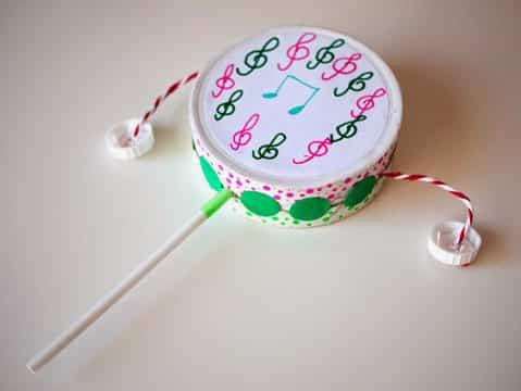 tambor con material reciclable para niños