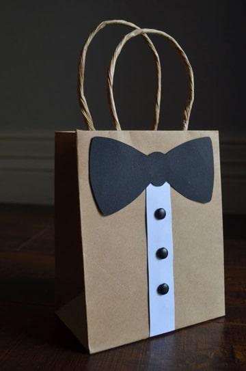 como decorar bolsas de regalo para caballero