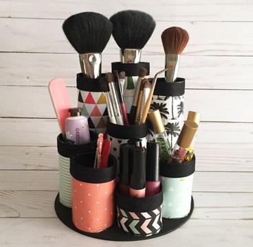 como hacer un organizador de maquillaje con latas