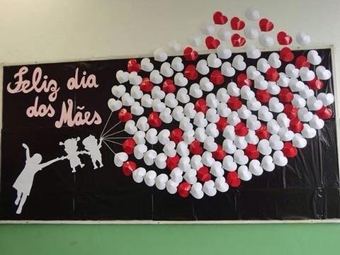 murales para el dia de la madre con corazones