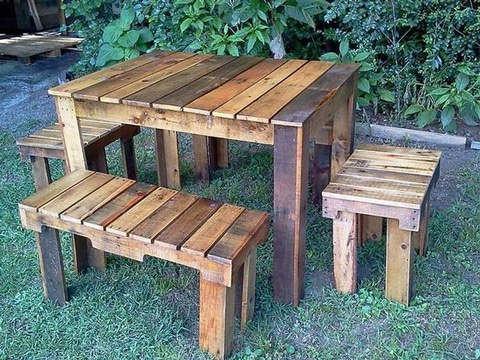 sillones con palets de madera para comer