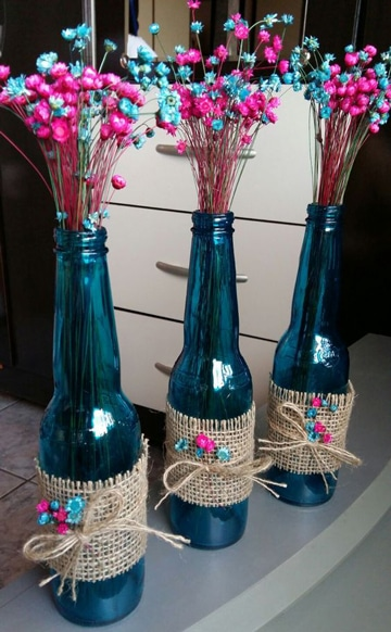 botellas de cerveza decoradas con flores