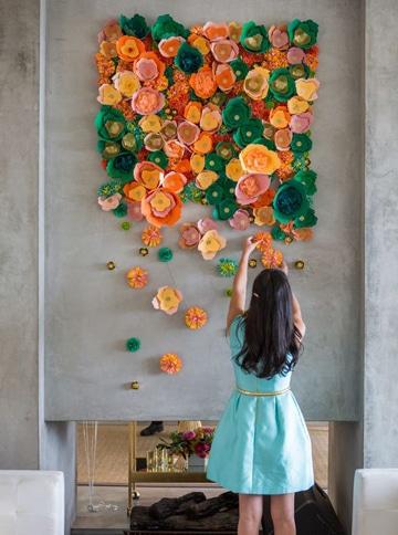 como hacer flores en cartulina para mural