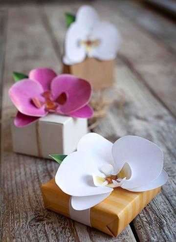 como hacer flores en cartulina para regalar