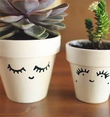 aprende como pintar macetas de plastico para decorar tu casa
