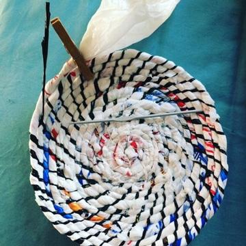 como reciclar bolsas de plastico tejidas