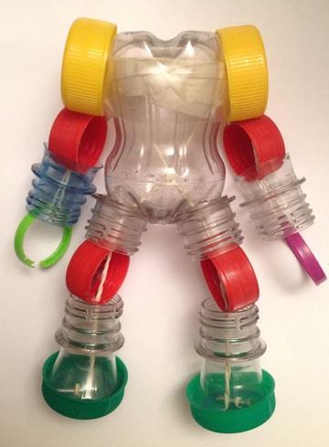juguetes con botellas de plastico robot