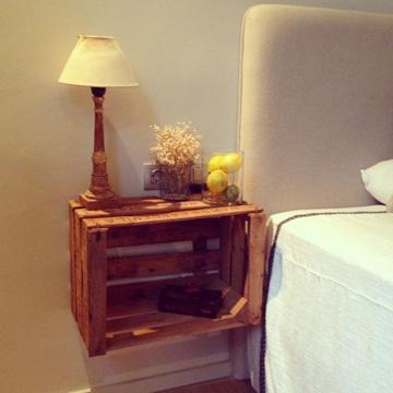 mesas con cajas de madera de fruta
