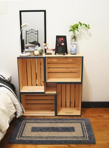 mesas con cajas de madera reutilizadas