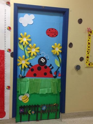 puertas decoradas para niños en escuela