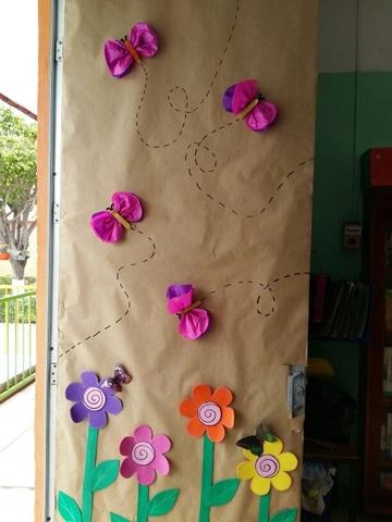 puertas decoradas para niños papel reciclado