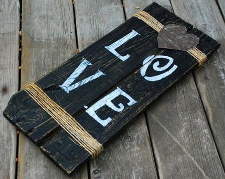 carteles con material reciclado de madera
