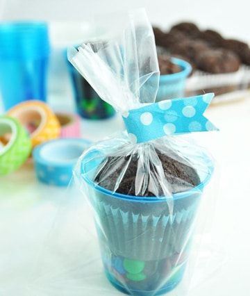 como decorar vasos de plastico para cotillon