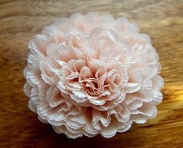como elaborar flores de papel crepe