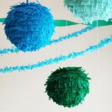 como hacer bolas de papel crepe para fiestas