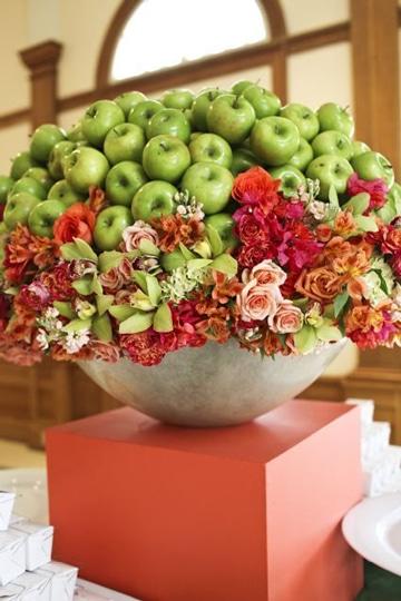 decoracion con frutas naturales y flores