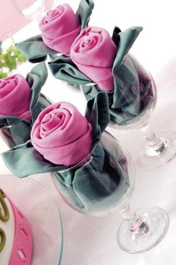 figuras con servilletas de tela en copa