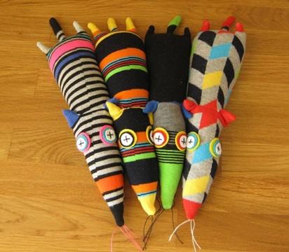 muñecos hechos con calcetines estampados