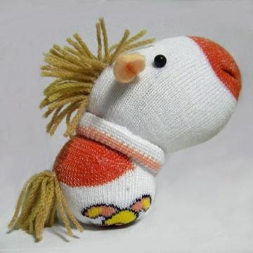 muñecos hechos con calcetines pequeños