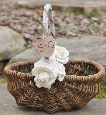 canastas decoradas para boda con iniciales