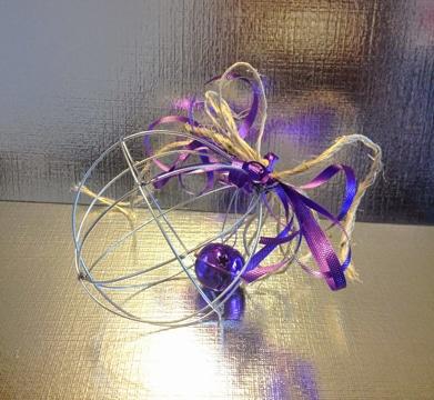 como hacer esferas navideñas con alambre