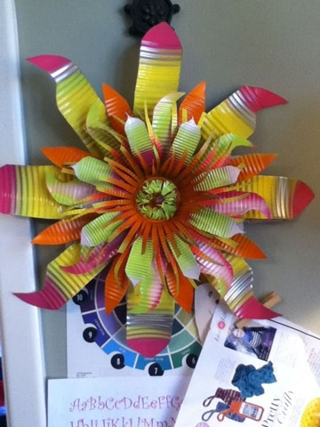 flores con latas de aluminio decorativas