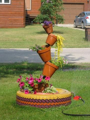 Decora y haz funcionales tus jardines con llantas de carro for Modelos de jardines pequenos con llantas