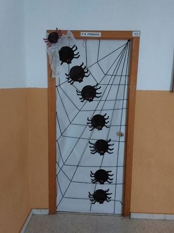 adornos para puertas halloween escuela