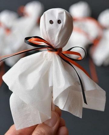 como hacer fantasmas para halloween con dulces