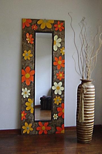 Los marcos para espejos reciclados como los necesitas hoy for Marcos para espejos grandes