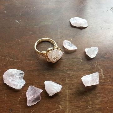 amuletos para encontrar trabajo anillos