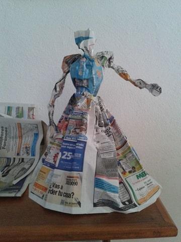 como vestir una catrina de papel periodico