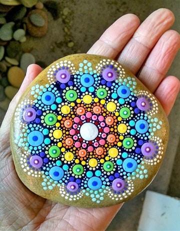 piedras de rio pintadas a mano mandalas